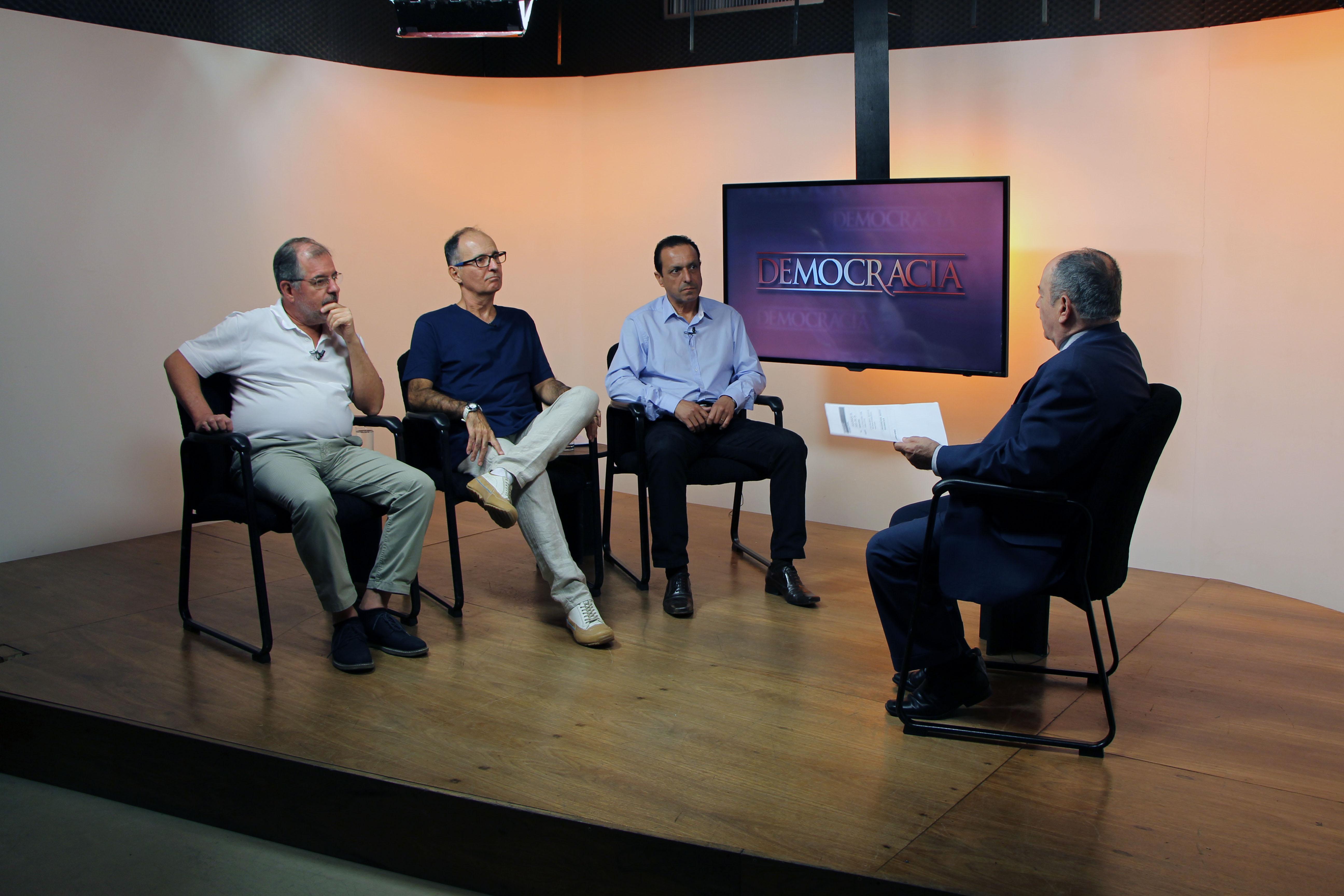 Luiz, Ângelo e Pedone acompanhados do jornalista e apresentador Batista Filho.